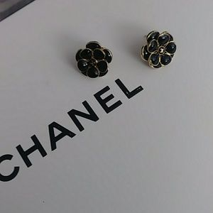 Gorgeous highly sought after new Camellia Earring